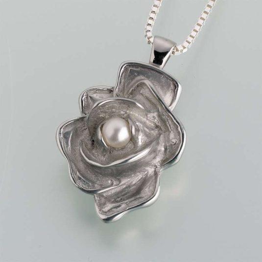Pewter Rose w/ Pearl